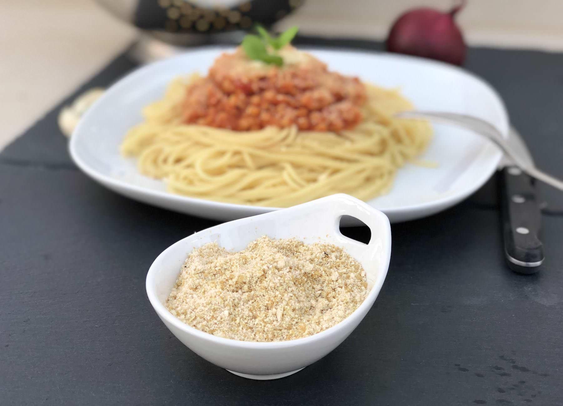 Einfacher veganer Parmesan rezept mit cashews und Hefeflocken zum selber machen